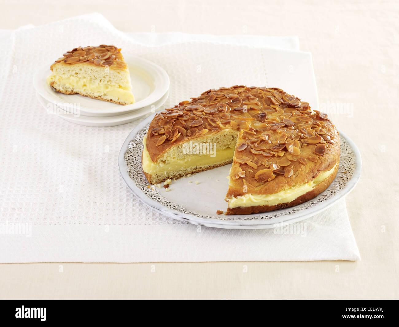 Bienenstich Traditionell Deutsch Kuchen Mit Creme Fullung Und