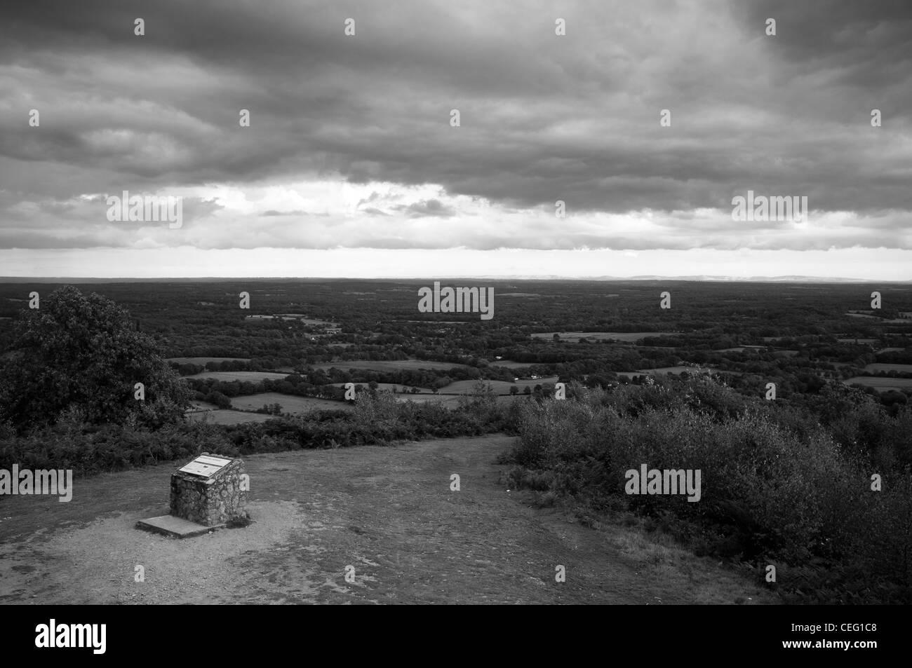 Holmbury St. Mary, Surrey. Surrey Hills, Woodland, Ansicht von Surrey Stockbild