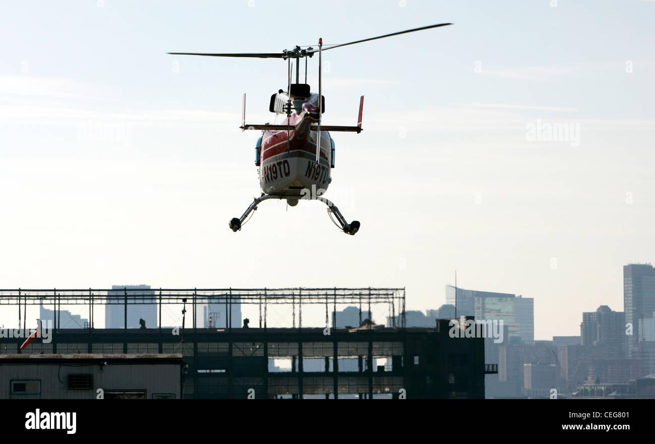 Bell Jet Ranger Flug Hubschrauberrundflug über New York City usa Stockbild