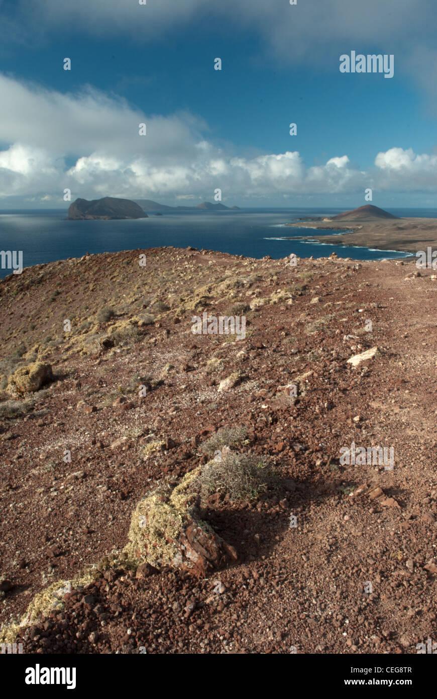 Blick vom Montana Amarilla auf die Insel Graciosa zum Chinijo-Archipel Stockbild