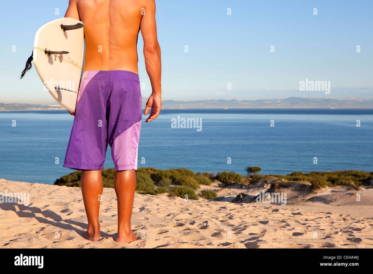 Surfer am Strand Stockbild