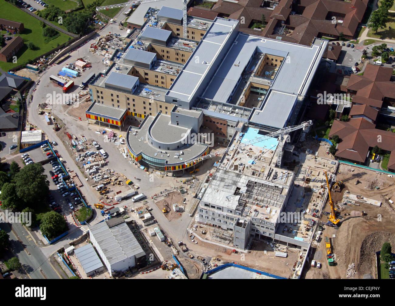 Luftaufnahme eines Krankenhauses im Bau Stockbild