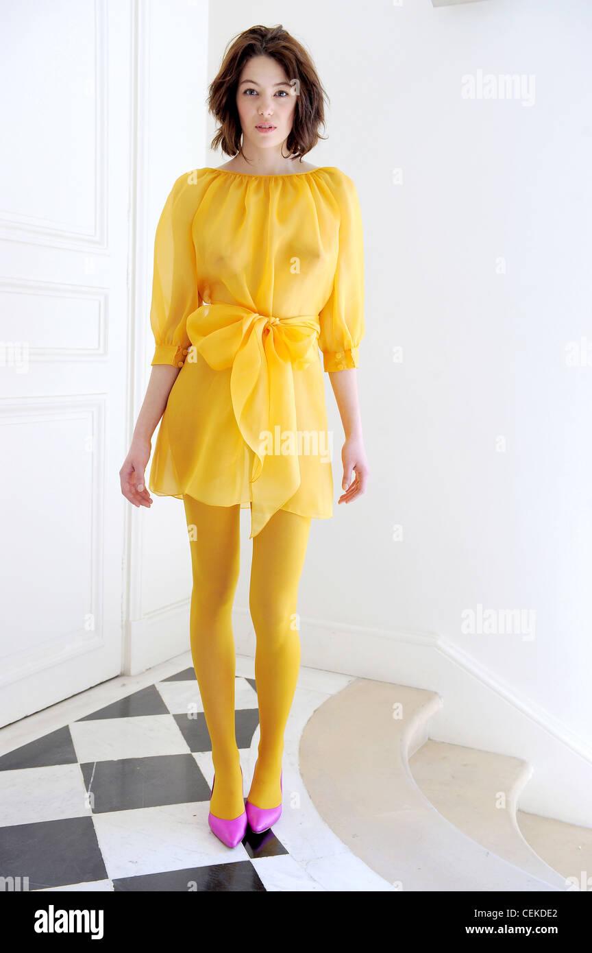 Welche Schuhe Zum Gelben Kleid – Mode-Modell Geschichte