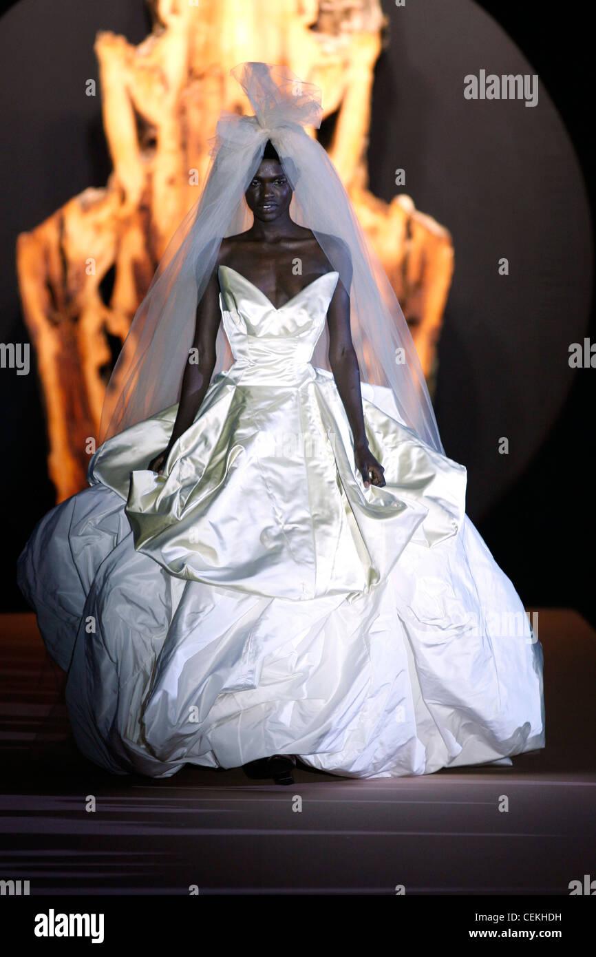 Vivienne Westwood Paris bereit, tragen Herbst Wintermodell tragen