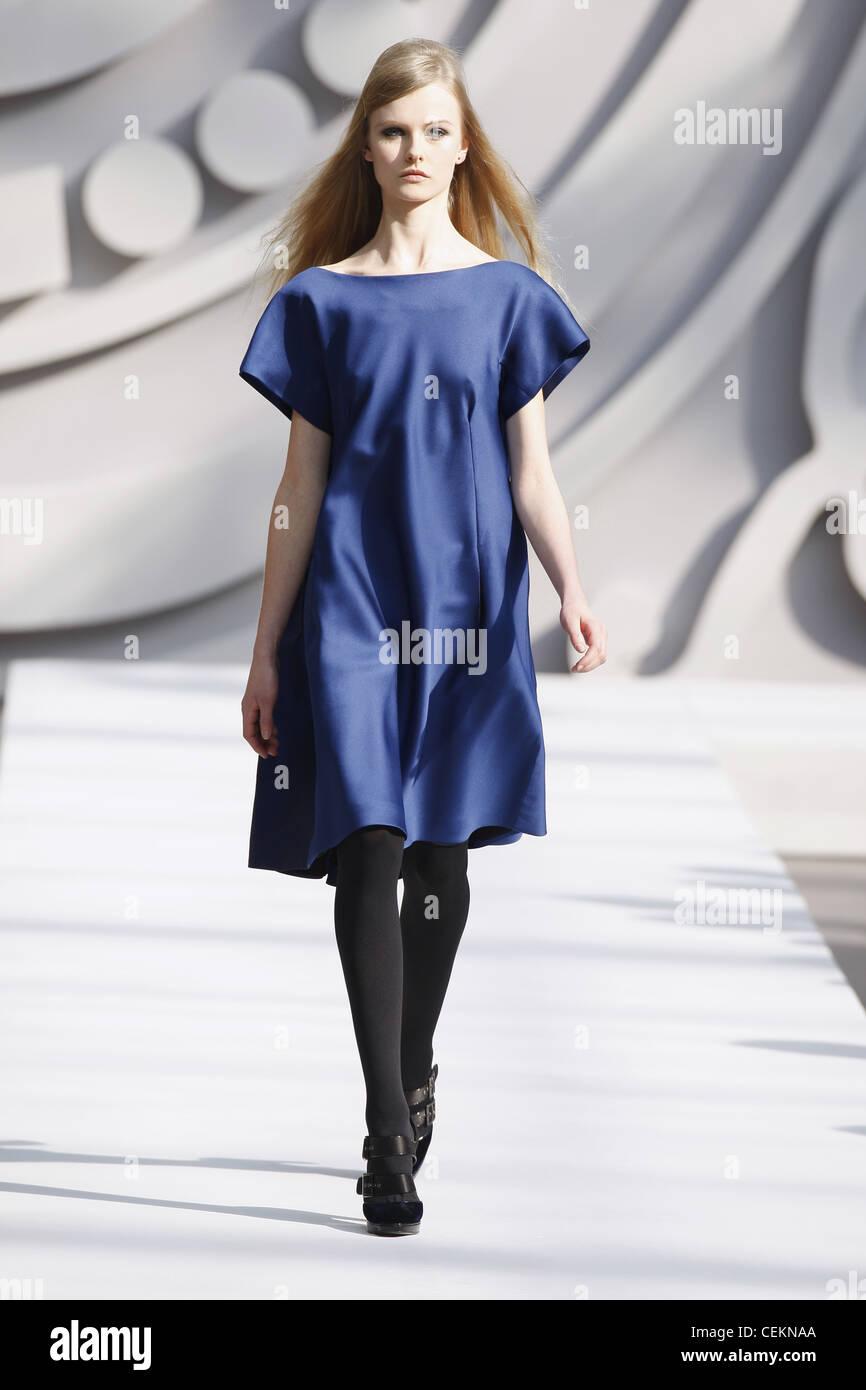 Schuhe Zu Schwarzem Kleid Winter Modische Damenkleider