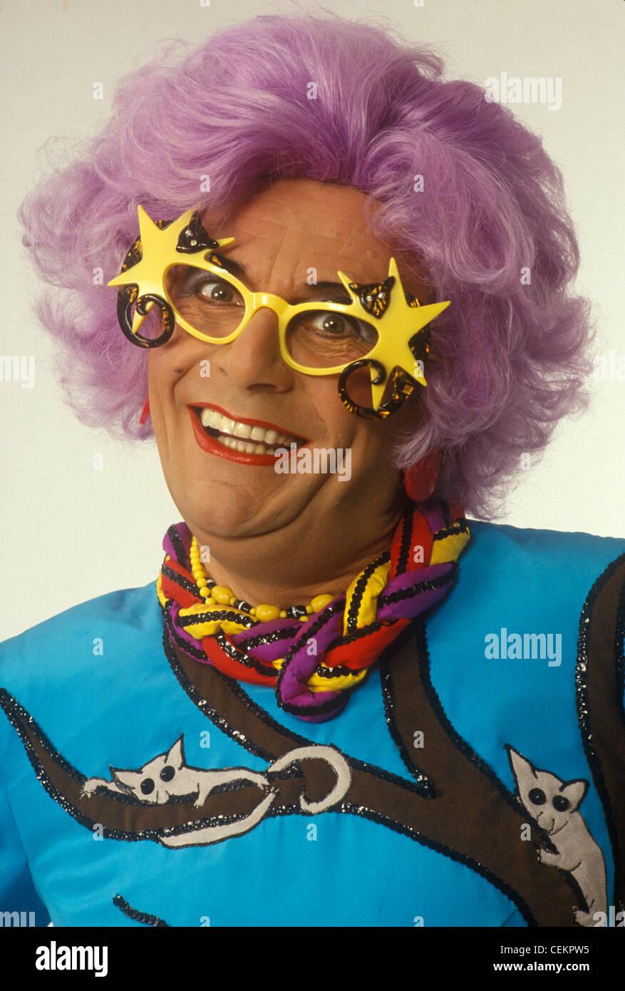 Dame Edna Everage Barry Humphries. HOMER SYKES ARCHIV Stockbild