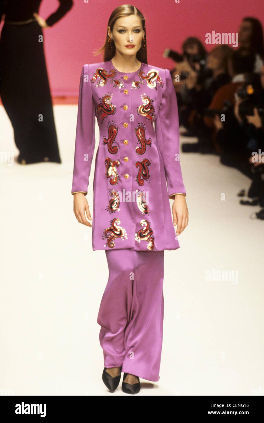 best loved 733e9 2b82d Yves Saint Laurent Herbst Winter italienische model Carla ...