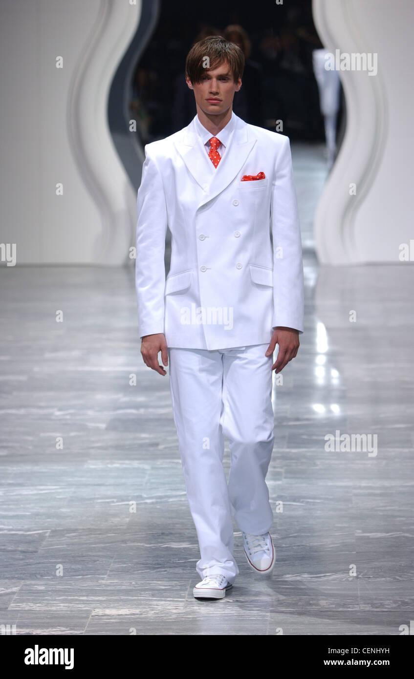 Jasper Conran Mailand Menswear S S männliche Model trägt weißen ...