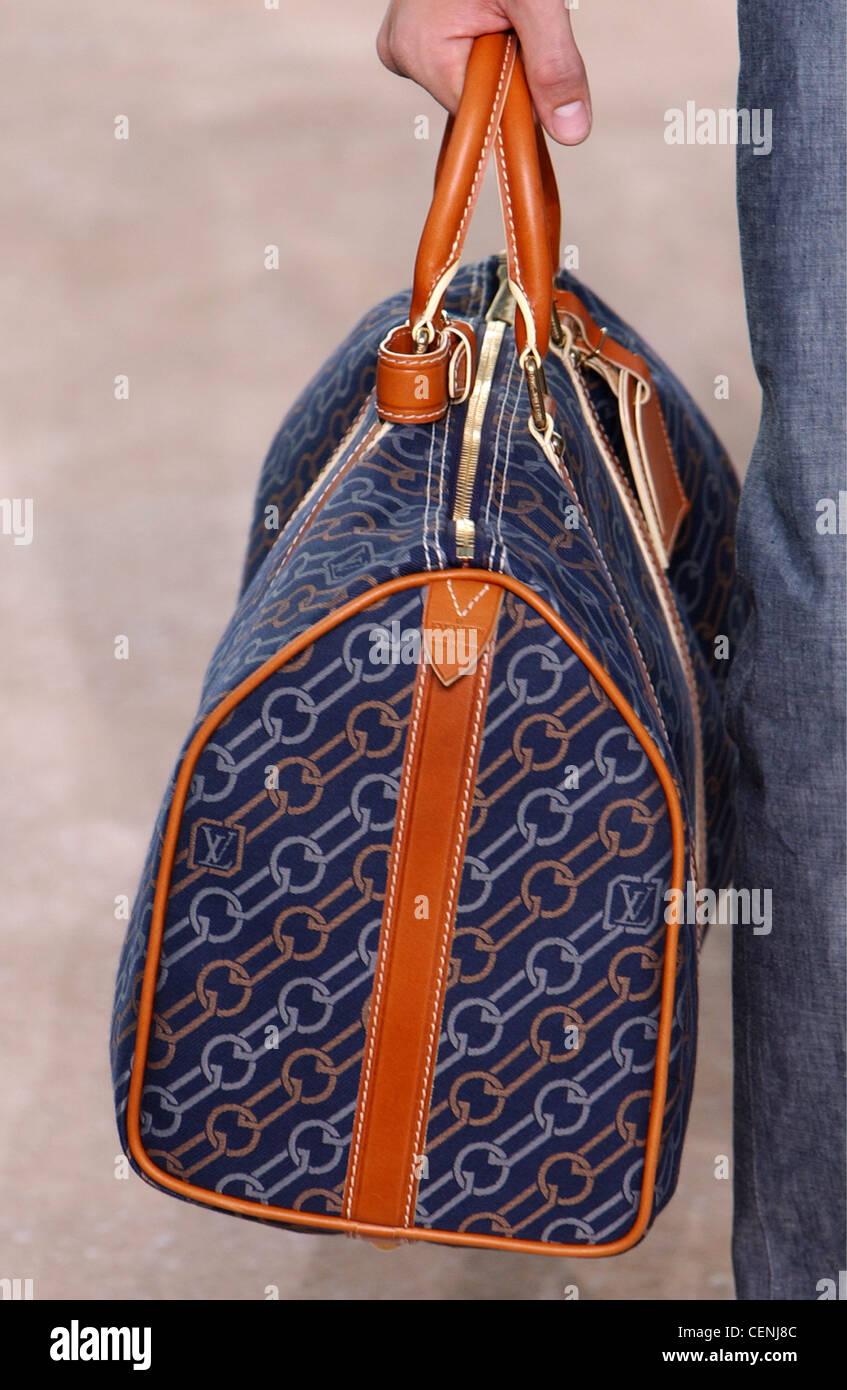 2da028c0be502 Louis Vuitton Paris Menswear S S abgeschnitten Hand mit gemusterten blaue  Tasche mit kurzen Henkeln