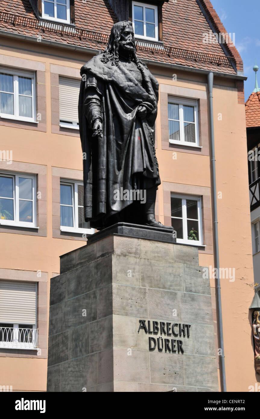 Die Statue von Albrecht Duerer (Albrecht-Dürer-Denkmal) in Albrecht-Dürer-Platz in der Altstadt von Nürnberg. Stockbild