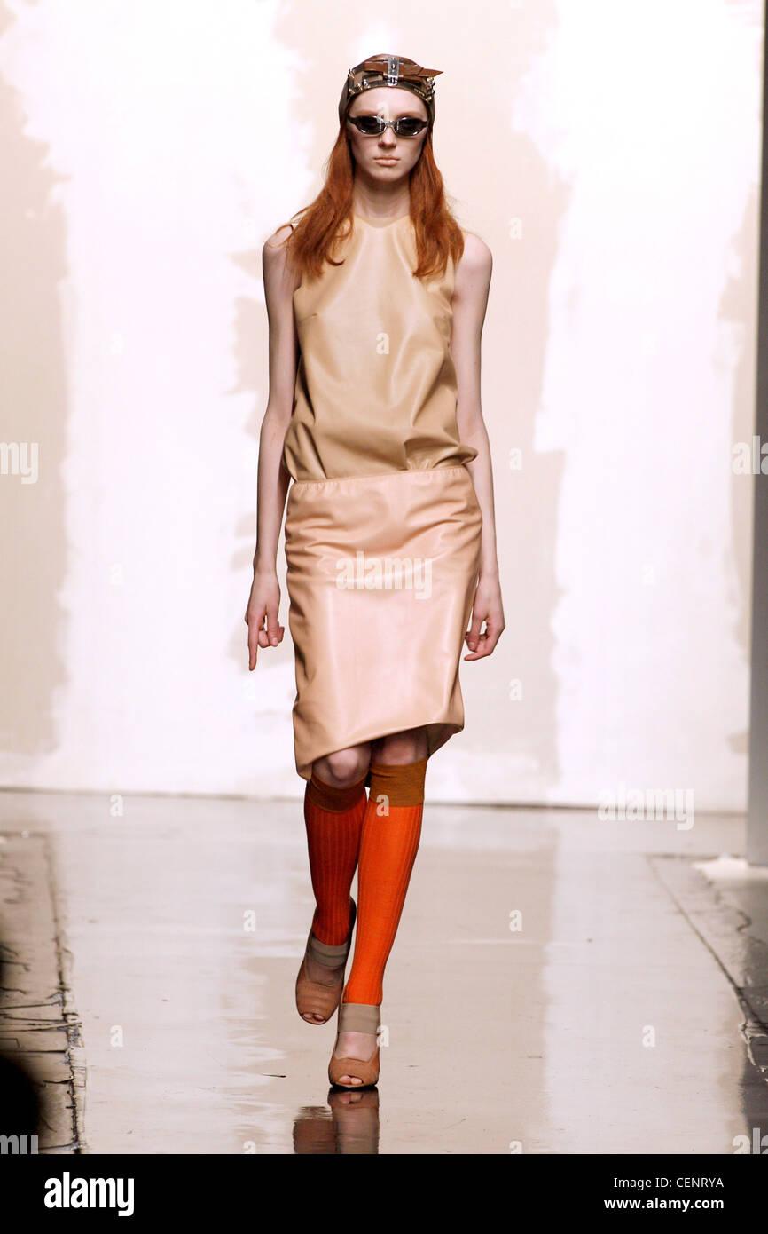 2e19cf8b50039 Prada Mailand bereit zu tragen Herbst Wintermodell tragen Beige  Leder-Kleid