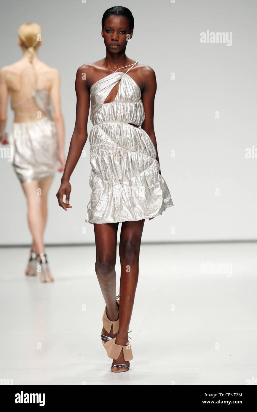 b9ea89333d7074 Metallisches Silber Gurt geraffte Kleid mit freistehenden Stiefeletten