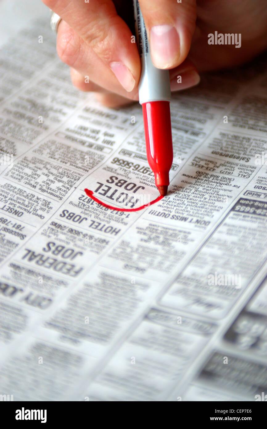 Helfen wollte Abschnitt der Zeitung Stockbild