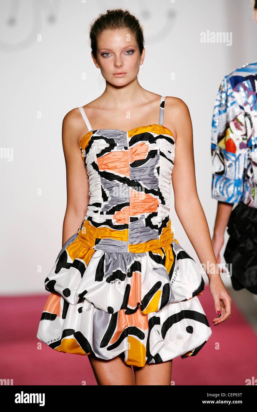 Ziemlich Partei Trägt Kleider Galerie - Hochzeit Kleid Stile Ideen ...