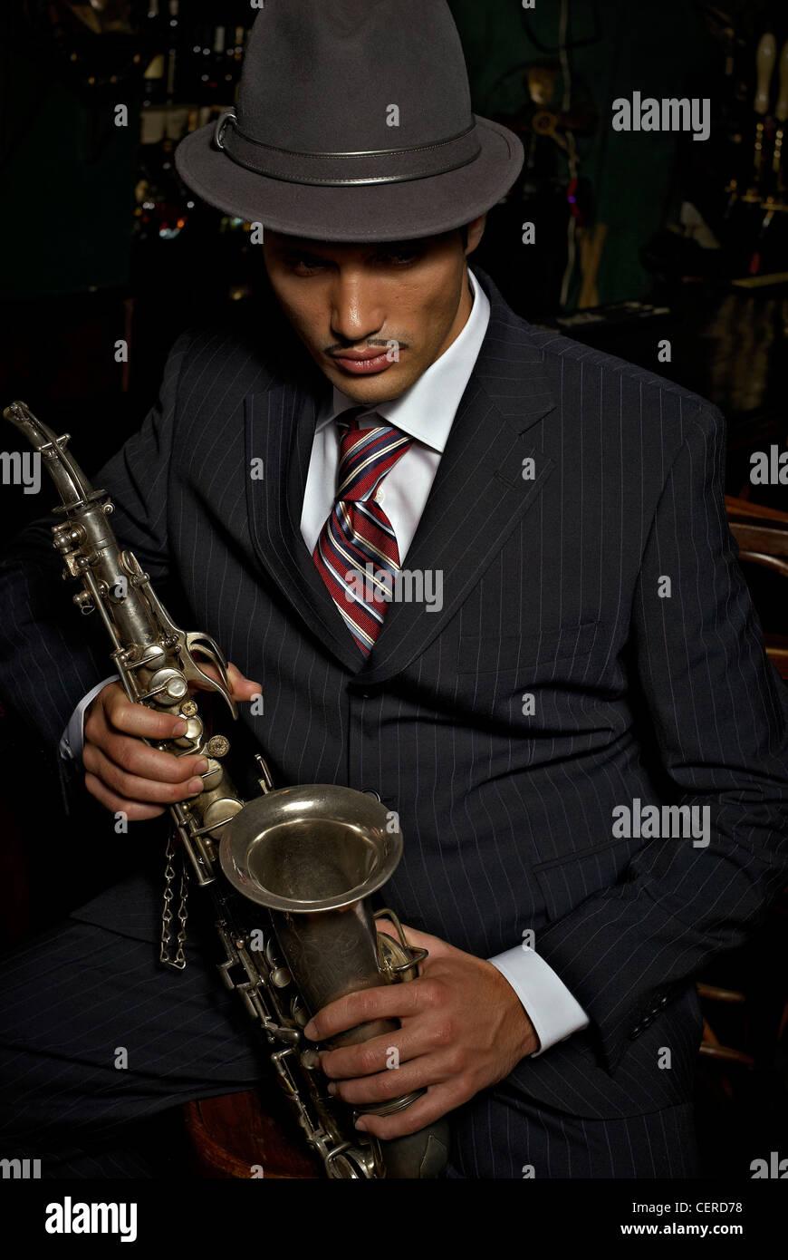 20er Jahre Stil jazz-Sängerin mit Saxophon Stockfoto, Bild: 43541212 ...