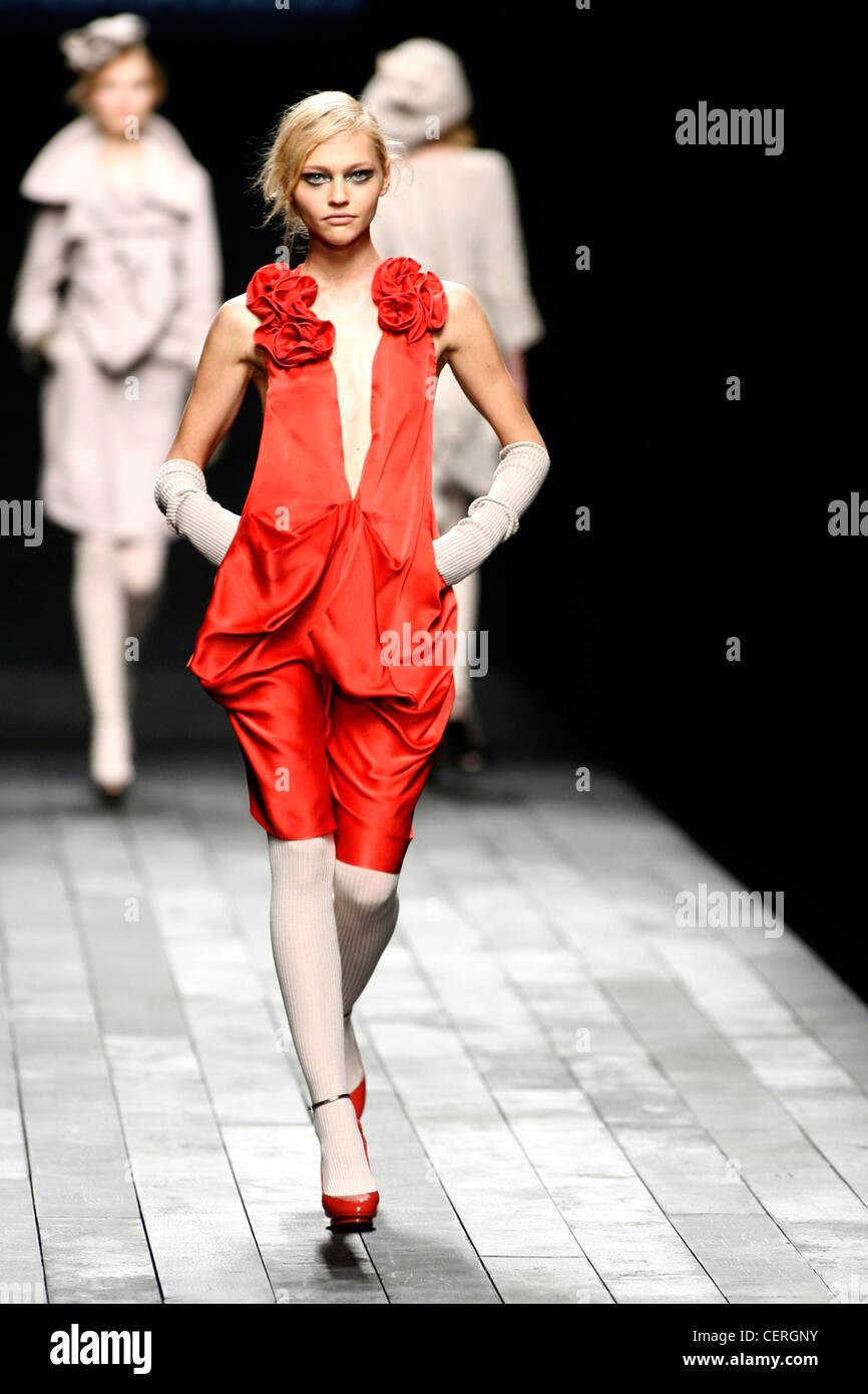 Rotes satin kleid lang
