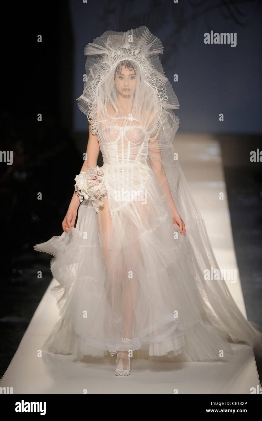 Jean Paul Gaultier Paris Haute Couture Frühjahr Sommer weißen Tüll ...