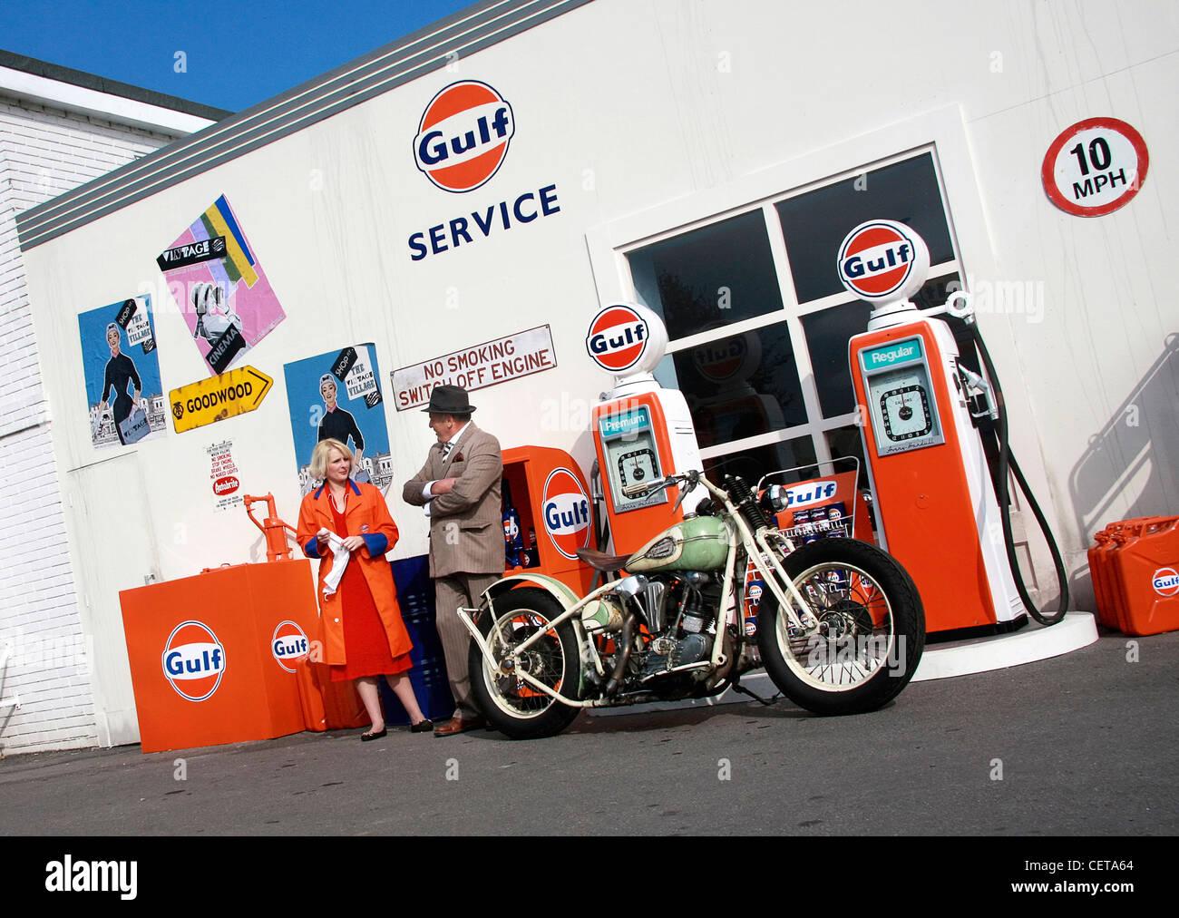 Retro-Gulf-Tankstelle beim Goodwood Revival. Stockbild
