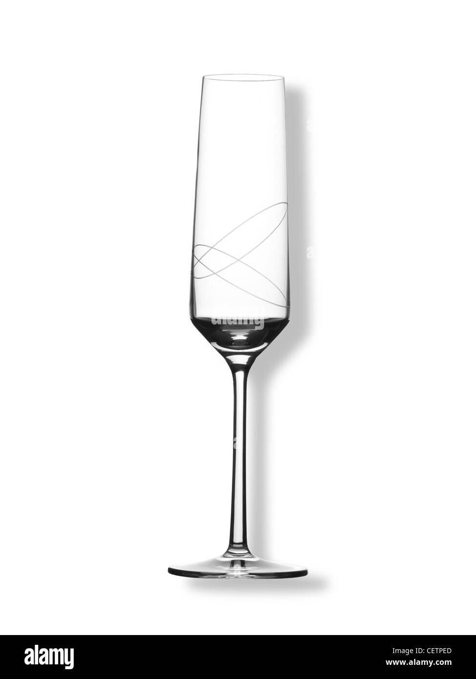 Ein Stillleben Schuss eine geätzte Kristall Wein oder Champagner Glas (jede Farbe Hintergrund auf Anfrage erhältlich) Stockbild