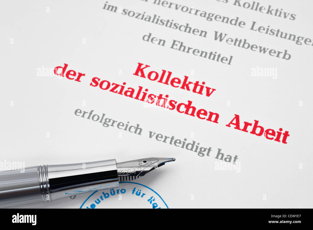 Urkunde Kollektiv der sozialistischen Arbeit aus DDR Stockbild