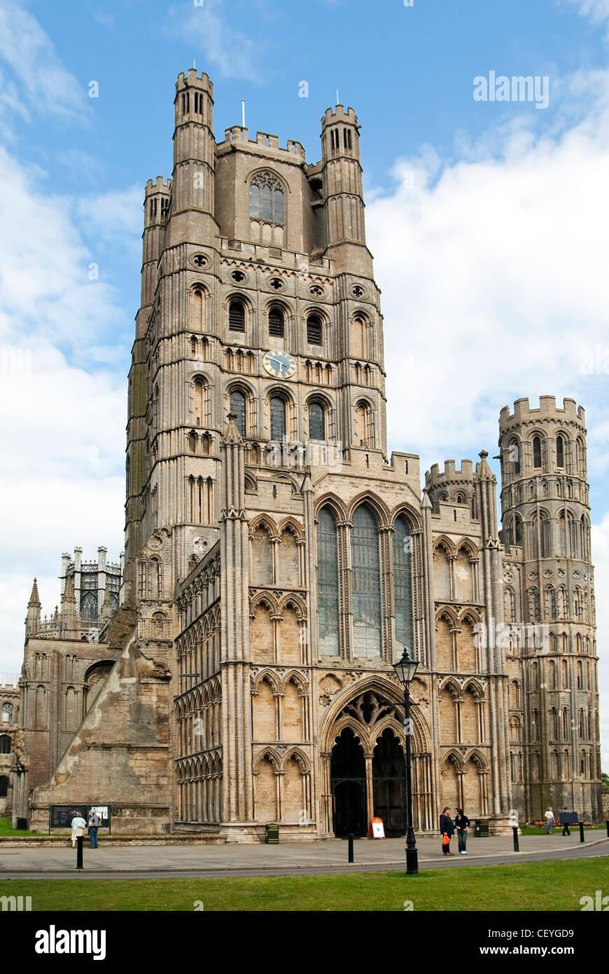 """Kathedrale-Kirche des Heiligen und ungeteilten Dreifaltigkeit in Ely, bekannt als das """"Schiff der Fens"""". Stockbild"""
