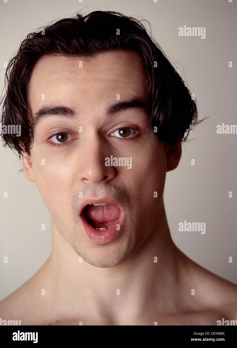 Männliche Mittellange Braune Haare Schwere Augenbrauen