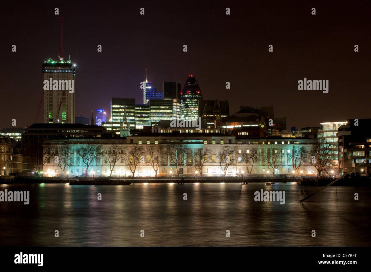 Custom House mit Blick auf den Fluss Themse in London. Stockbild