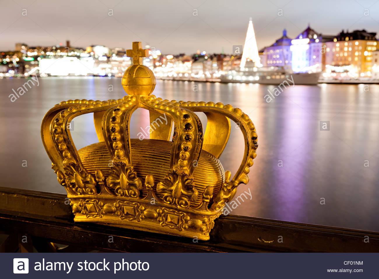 Berühmte Krone auf Skeppsholmsbron Stockbild