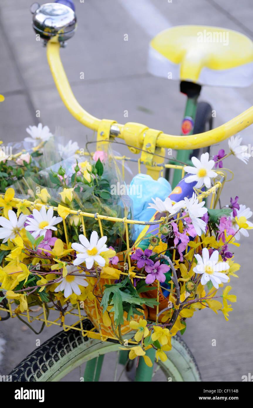 FLOWER-POWER-FAHRRAD Stockbild