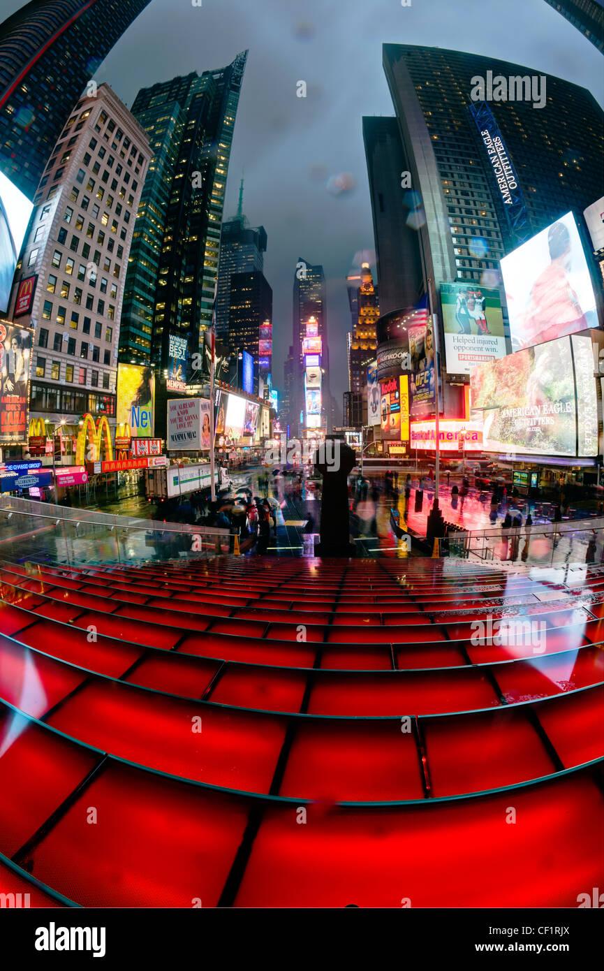 USA, New York City, Manhattan, Times Square, Neon-Leuchten in der Nacht Stockbild