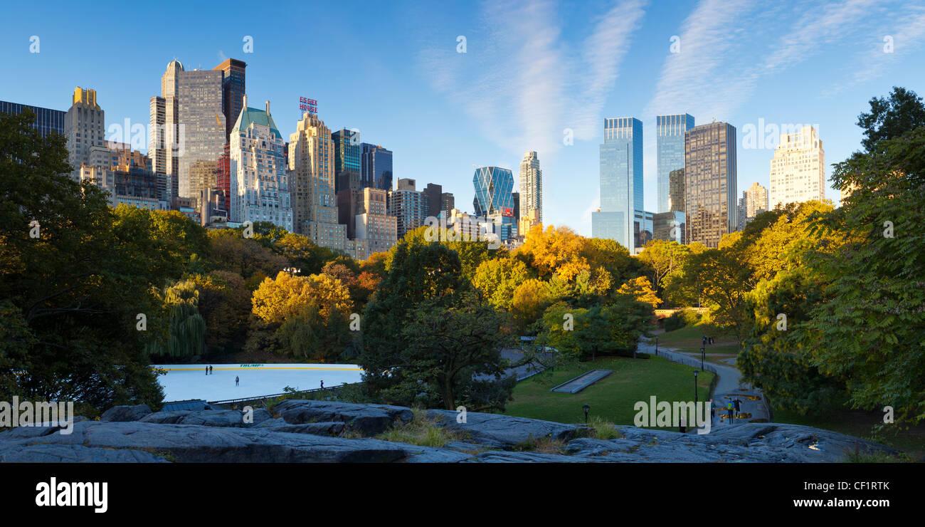Skyline von Uptown Manhattan und den Central Park in New York City, New York, Vereinigte Staaten von Amerika Stockbild