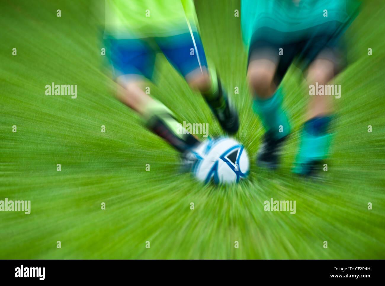Jungen-Jugend-Fußball-Spiel. Stockbild