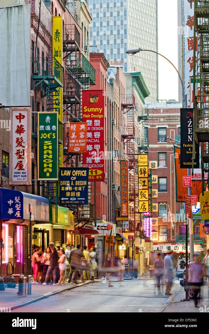 Chinatown Restaurant Neon Sign In Stockfotos & Chinatown Restaurant ...