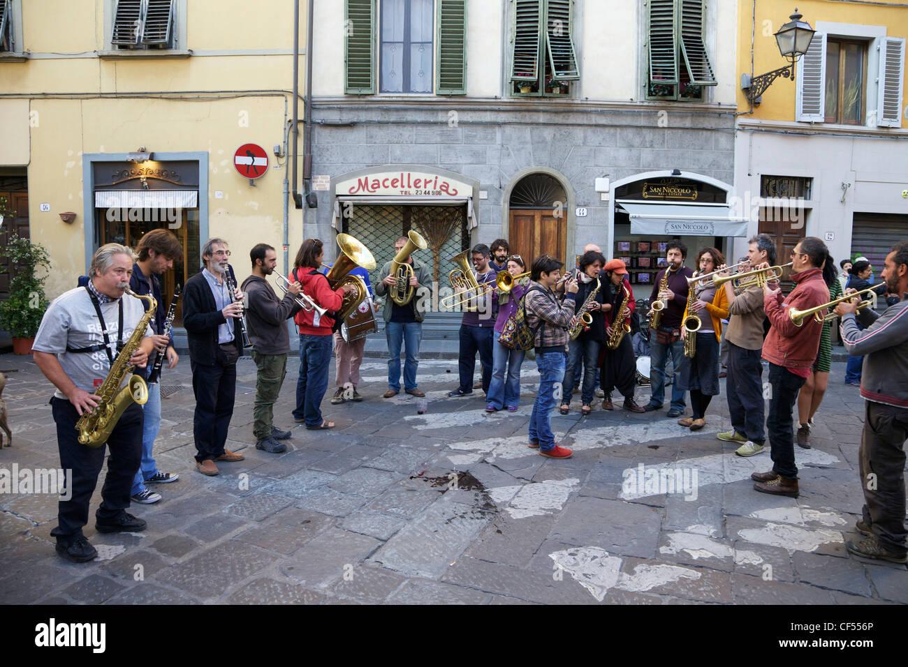 Fiati Sprecati, beliebte street Band, führen Sie in die Straßen von Florenz, Toskana, Italien, Europa Stockbild