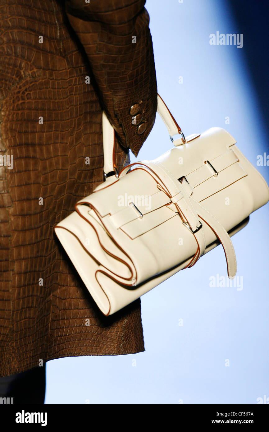 77e8b36c45b3b Hermes Paris bereit zu tragen-Herbst-Winter-Detail aus weißem Leder  Riemchen Handtasche
