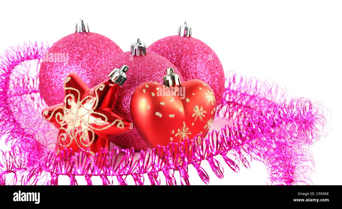 Christbaumkugeln Sterne.Drei Rote Christbaumkugeln Hinter Sterne Und Herzen Umgeben