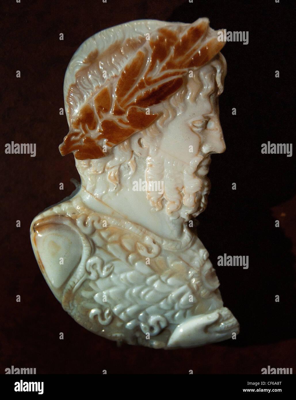 Kopf des Jupiter gekrönt mit Lorbeer und Efeu Sardonyx Gastauftritt des römischen Royals Jupiter Juno Stockbild