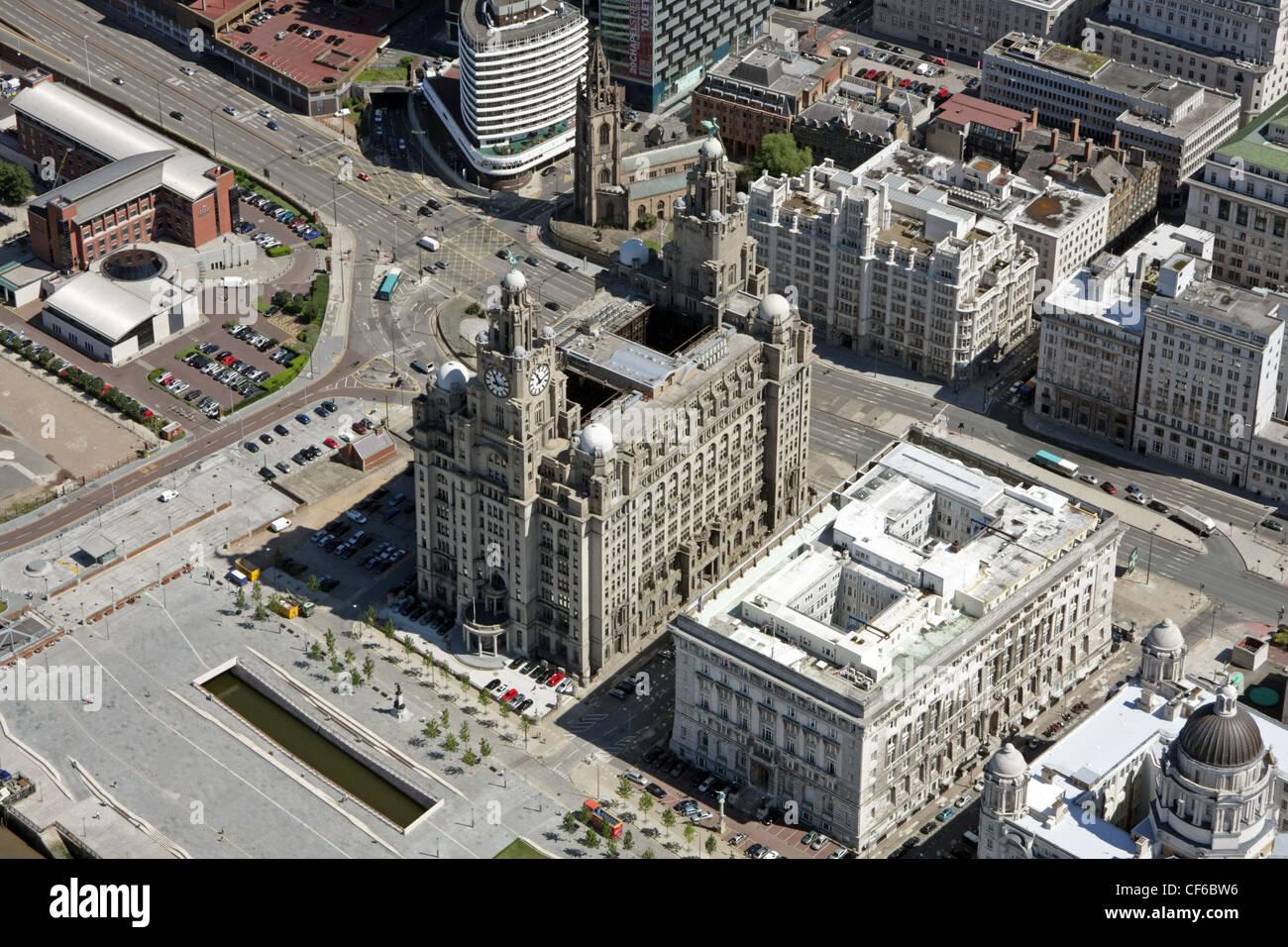 Luftaufnahme von Liverpool Waterfront mit Liver Buildings Stockbild