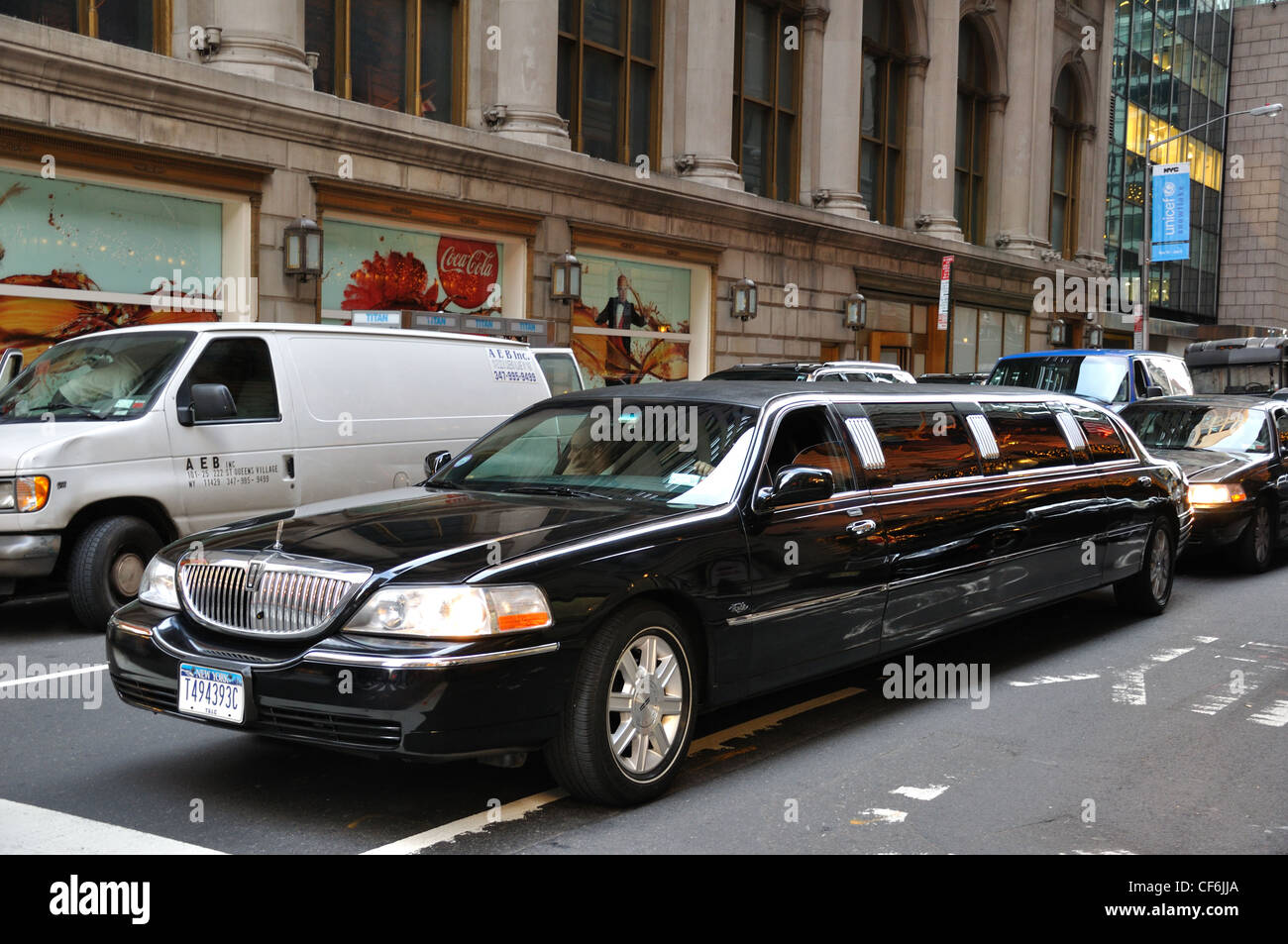 new york city usa stretch limousine stockfoto bild. Black Bedroom Furniture Sets. Home Design Ideas