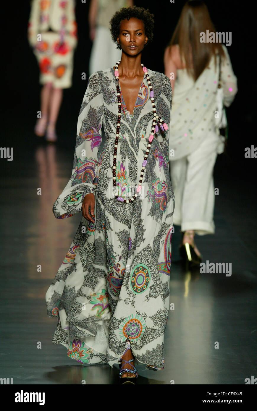 Etro Mailand Frühjahr Sommer Modell Kurze Haare Tragen Floorlength