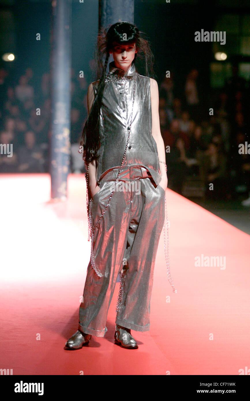 Yohji Yamamoto Bereit Zu Tragen Frühling Sommer Avantgarde Stil: Purdey  Schüssel Fransen Haar, ärmellose Silber Metallic Mit Knöpfen