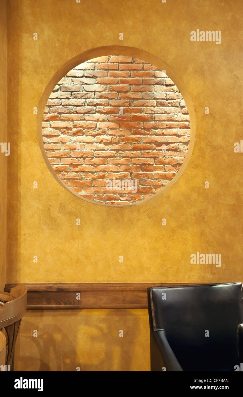 Innenraum Eines Cafes Details Der Wandgestaltung Grosse Runde Loch