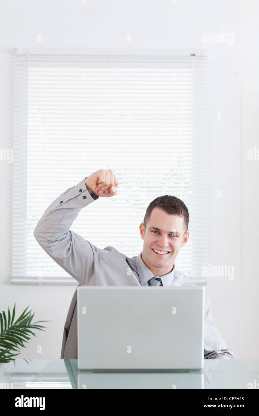 Geschäftsmann, immer tolle Nachrichten per e-Mail Stockbild