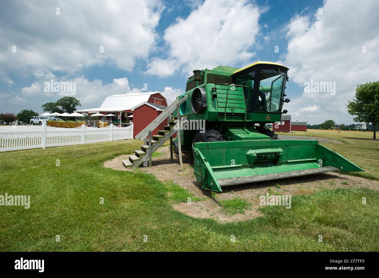 Klettergerüst Traktor : Traktor spielhaus für kinder stockfoto bild: 43813675 alamy