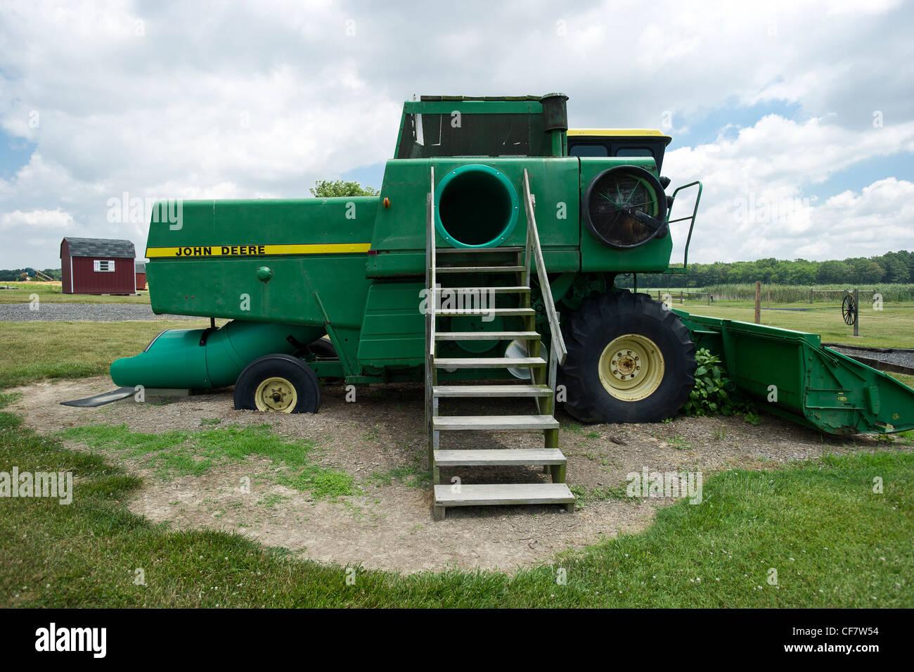 Klettergerüst Traktor : Traktor spielhaus für kinder stockfoto bild: 43813984 alamy