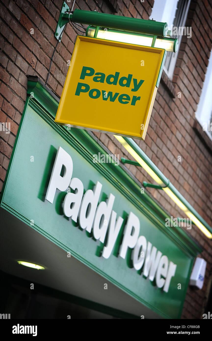 Paddy Power Buchmacher in Newmarket, Suffolk. Paddy Power gab heute Gesamtjahr Finanzergebnis. Stockbild