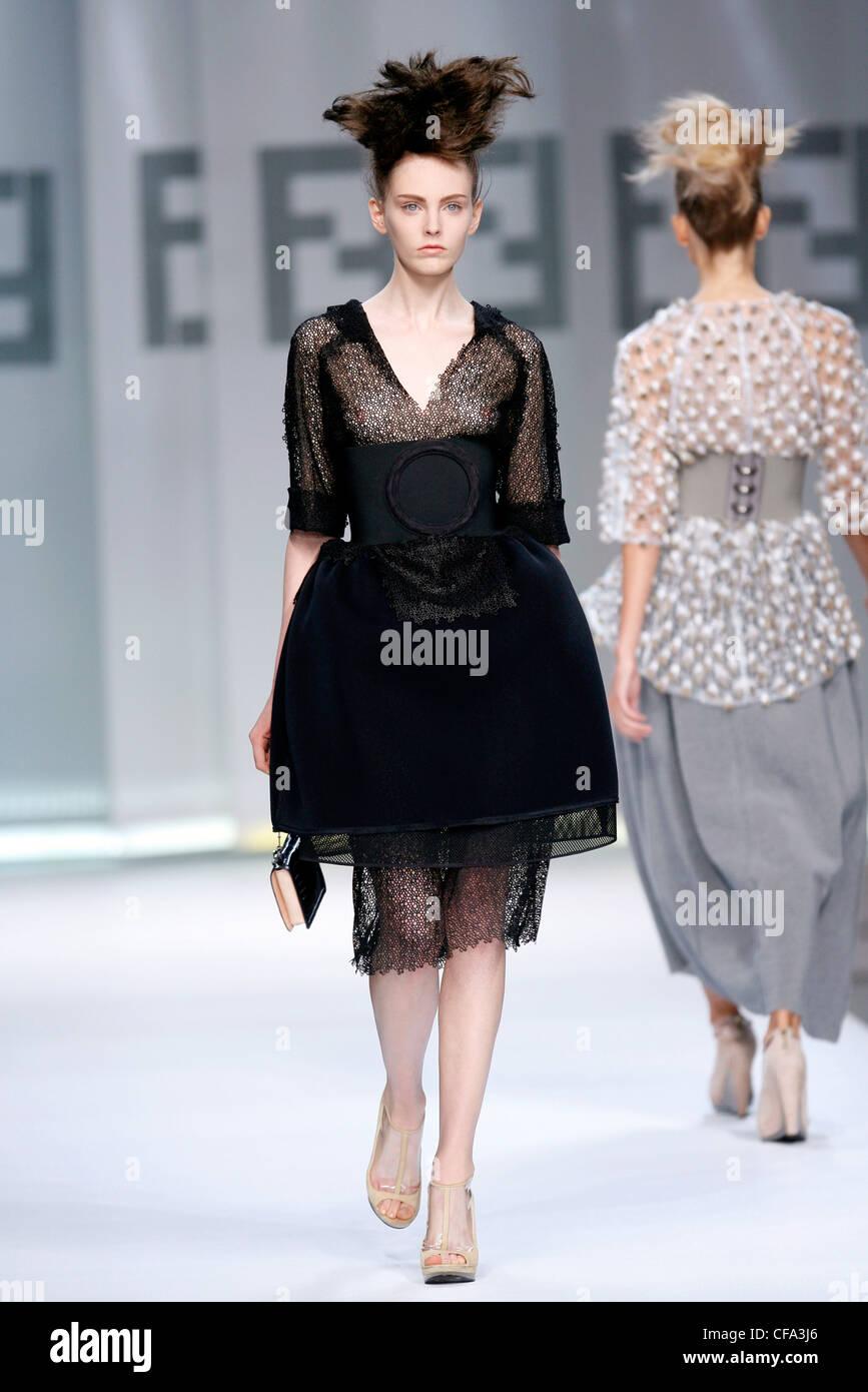 Fendi Mailand bereit zu tragen Frühling Sommer enthüllt schwarzen ...