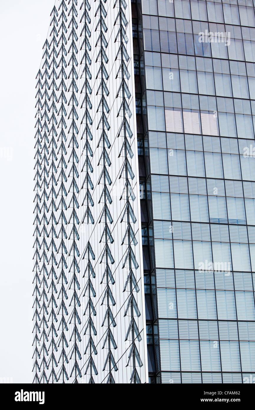 Zeilen öffnen Windows ManitobHydro Büroturm Stockfoto