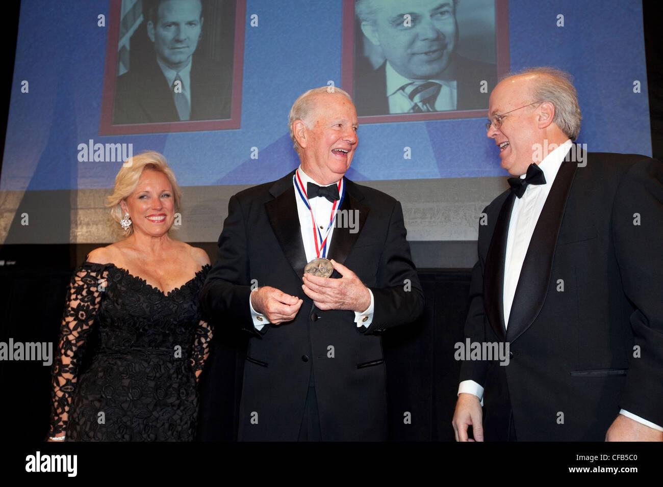 James A. Baker III von Houston, Diplomat und Staatsmann in drei US-Präsidenten, serviert bekommt legendären Stockbild
