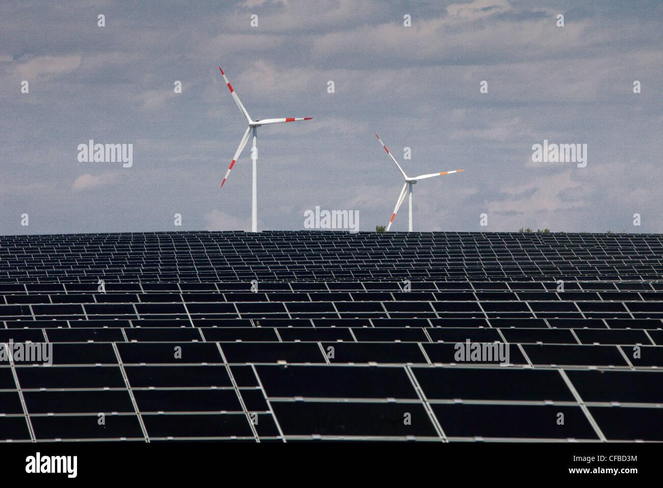 Deutschland, Energie, Solarenergie, Sonnenenergie, Windturbine, alternative Energien, Ökologie, Energie, Solar, Stockbild